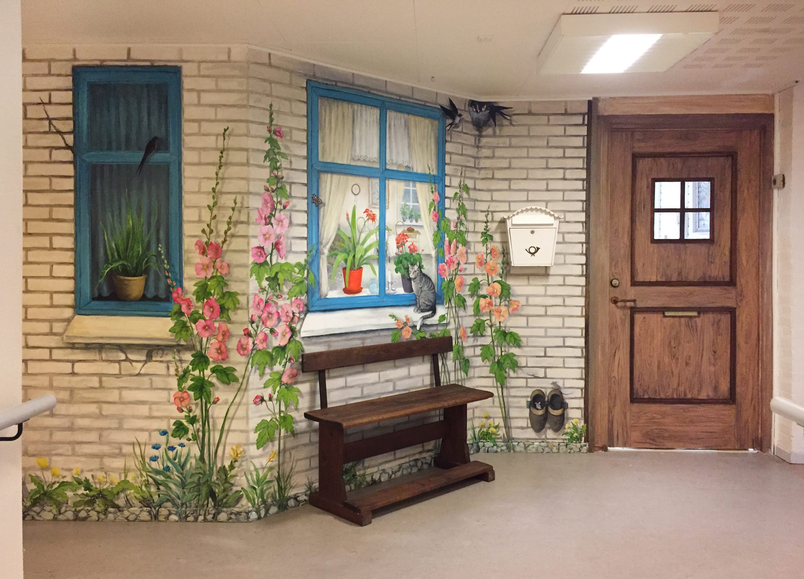 Vægmaleri af glasdør og murværk på Suldrup Ældrecenter 1