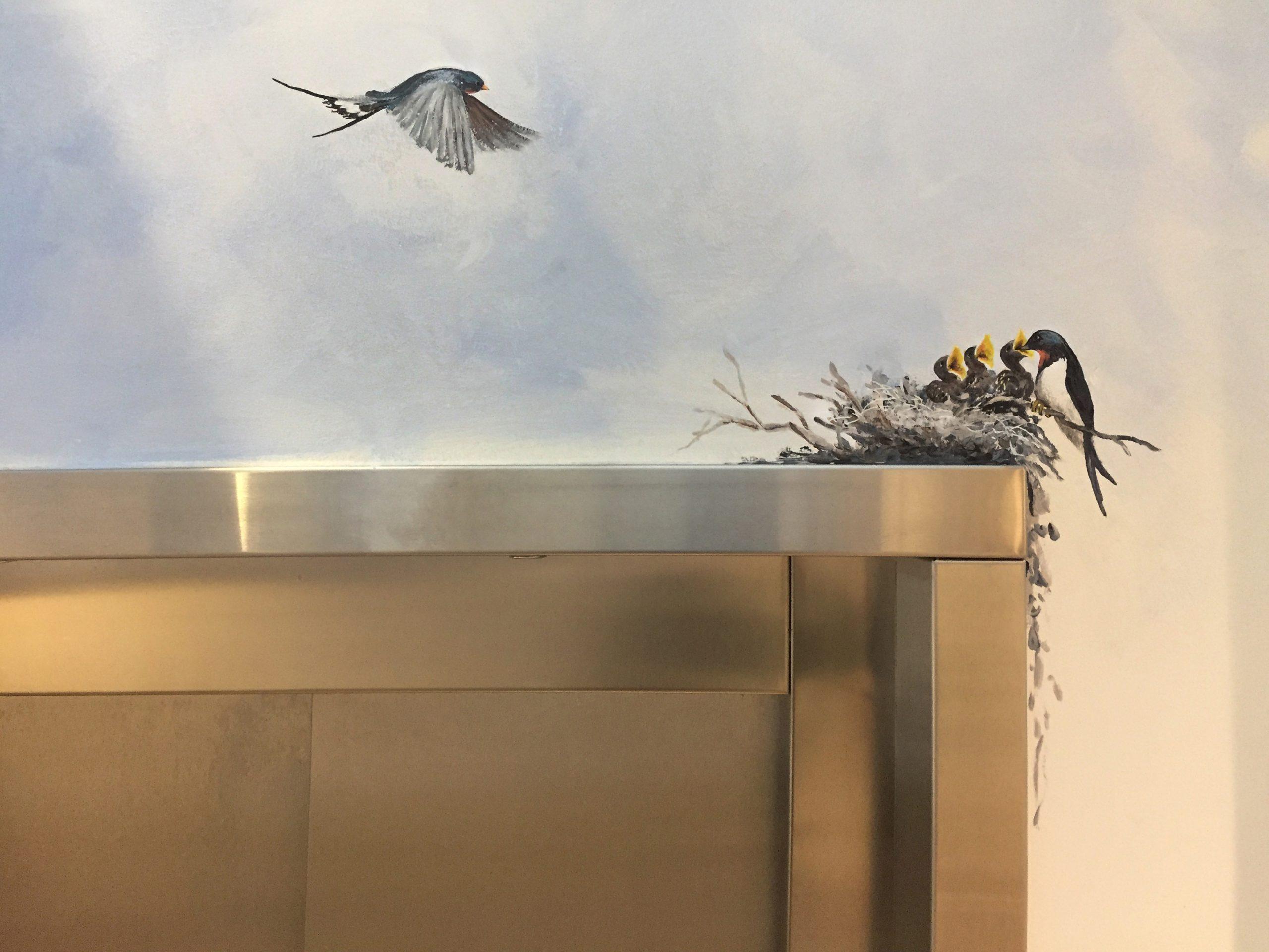 Vægmaleri af svaler over elevator på Kjellerup Friplejehjem 5
