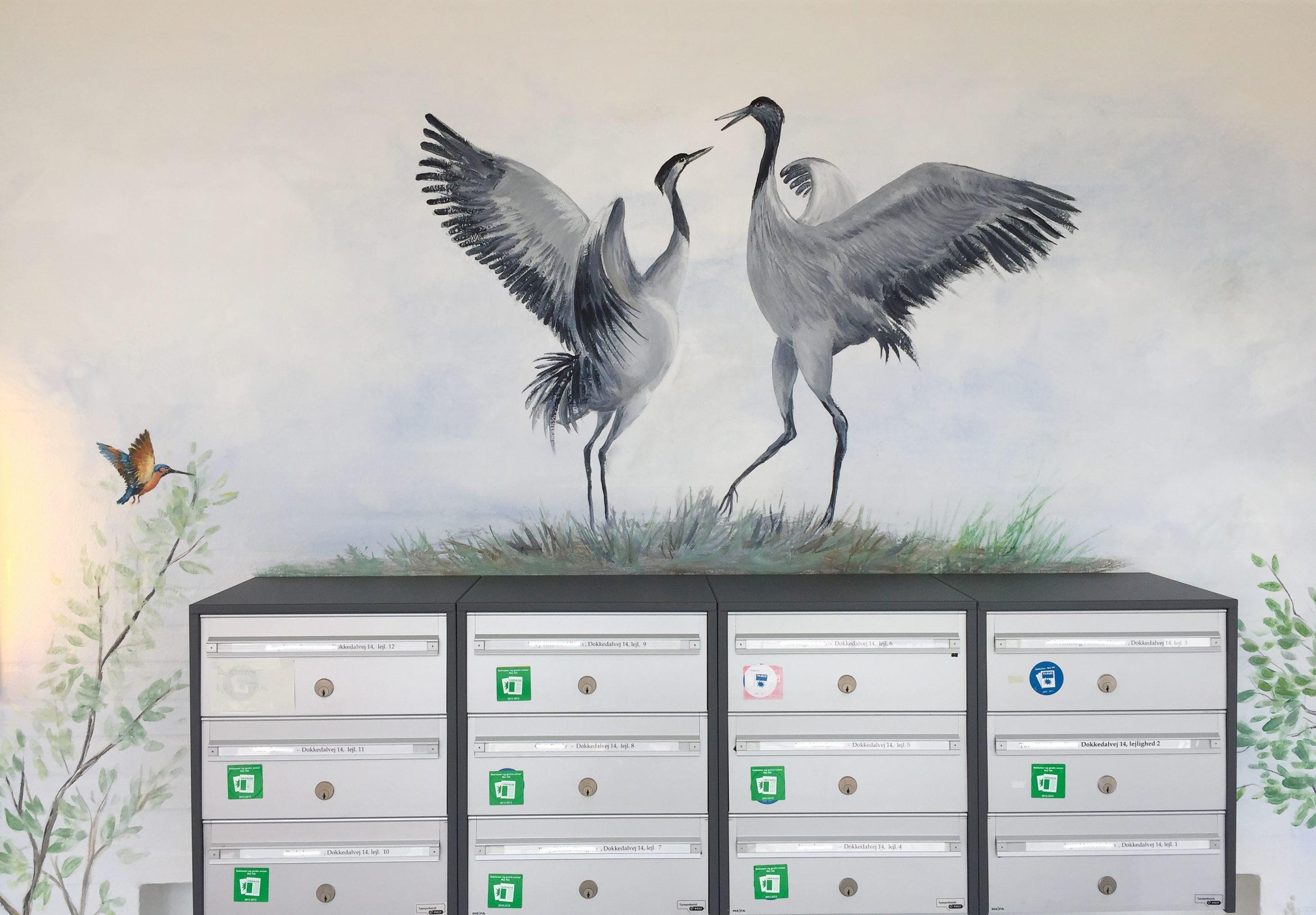 Vægmaleri over postkasser på Mou Plejecenter 3